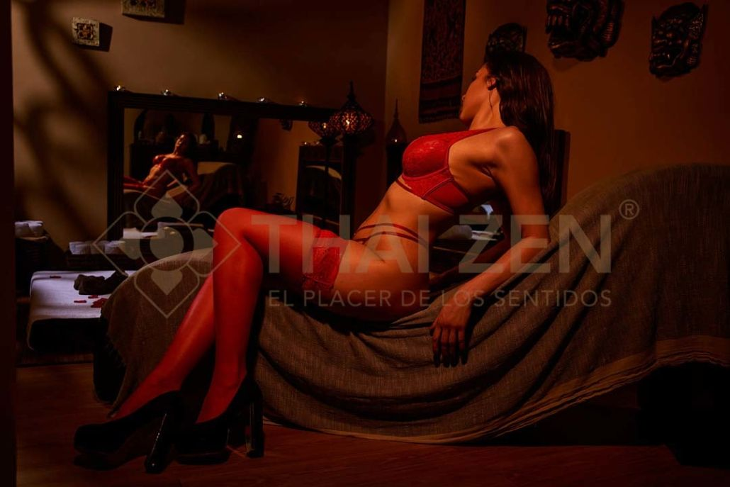 erotic masseuse on tantric divan Thai Zen